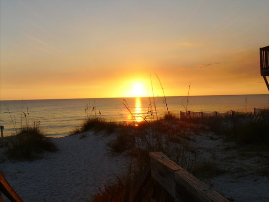Cape San Blas Inn : Sunset at the beach across the street