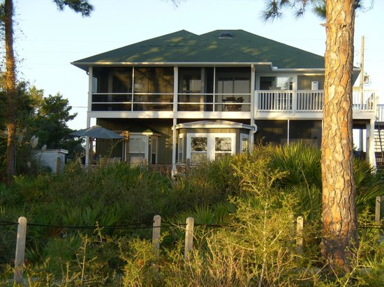 Cape San Blas Inn: Looking at back of Inn from dock