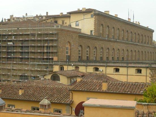 Florence Old Bridge B&B: Palazzo Pitti, vista desde la terraza del restaurante