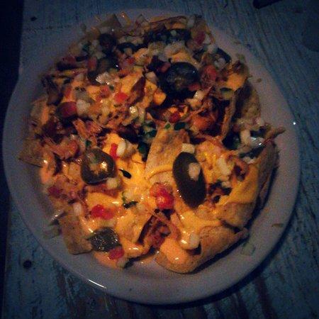 Mom's Backyard Restaurant & Bar: Flavorful Nachos Supreme