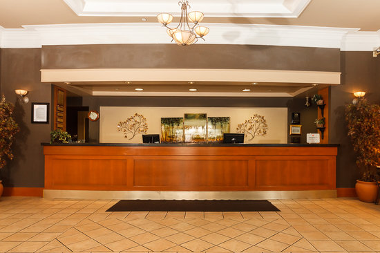 The Glenmore Inn & Convention Centre: Front Desk