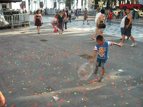 Plaza de Las Armas: CULTURE OF THE PLAZA