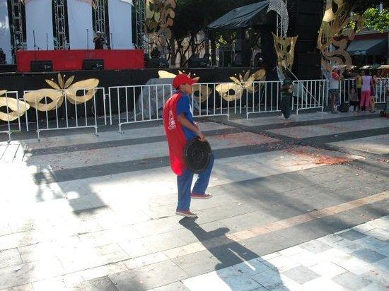 Plaza de Las Armas: CULTURE OF THE PLAZA 4