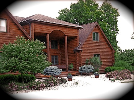 Two Bears Lodge Bed and Breakfast