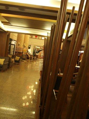 Chiang Mai Gate Hotel: Hotel lobby