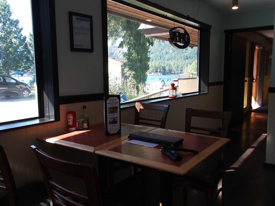 Backeddy Marine Pub: Family Eating Area