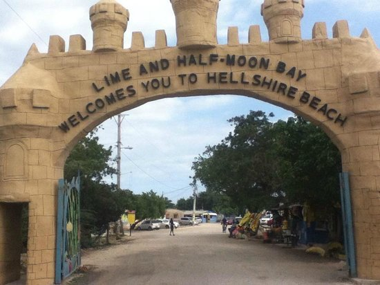 Portmore, Jamaika: Entrance to Hellshire Beach
