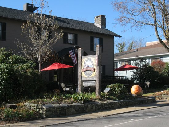 Blowing Rock Ale House & Inn : Exterior