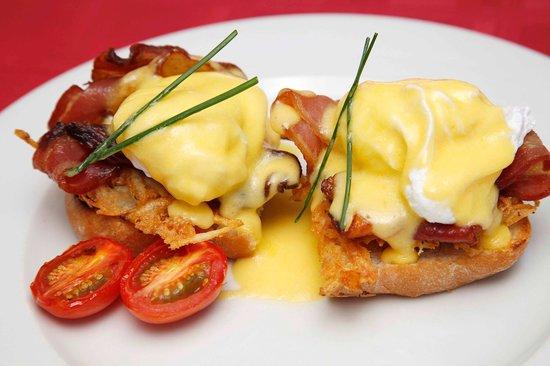 Pastis: Eggs Benedict