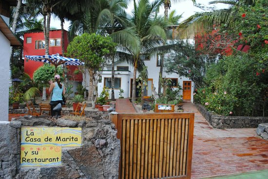 La Casa de Marita: Front of hotel- so lovely!
