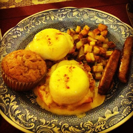 The Queen's Residence B&B: Best eggs benedict ever!
