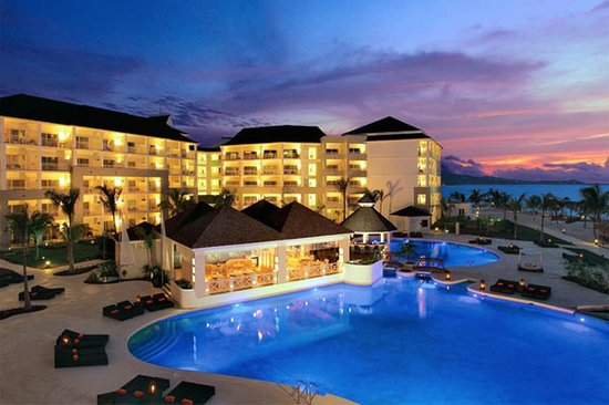 Secrets St. James Montego Bay: Exterior/pool