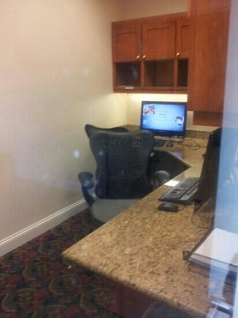 Hilton Garden Inn Atlanta East/Stonecrest : business center