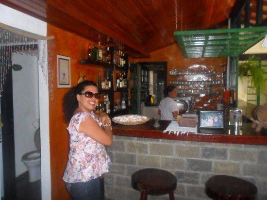 Pousada Sonho Verde: no salão de café, um barzinho