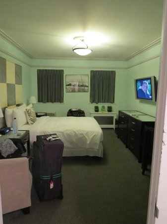 414 Hotel: Great sized NYC room