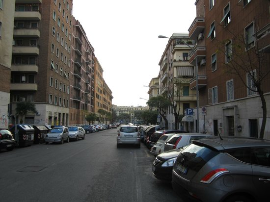 Hotel Re di Roma: Street in front of the hotel