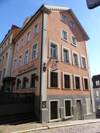 Hotel Am Markt: sitting at the top of the hill