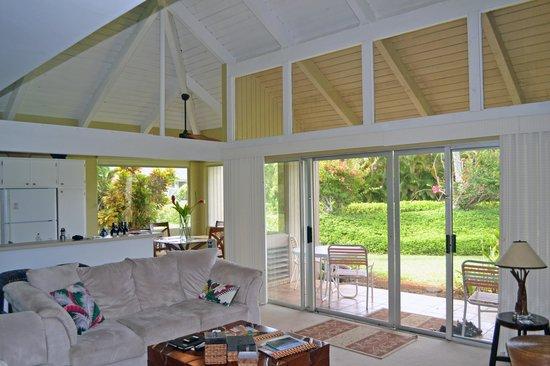 Marc at Princeville Pali Ke Kua : living room into dining area