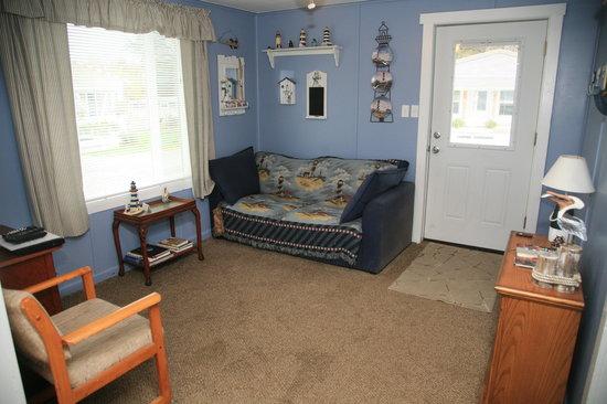 Ocean Spray Beach Resort: Unit 9 living room 2