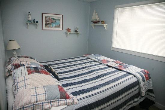 Ocean Spray Beach Resort: Unit 9 bedroom
