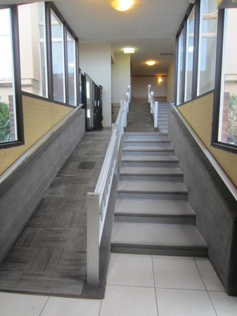 Comfort Inn On The Ocean: Much talked about ramp to elavator