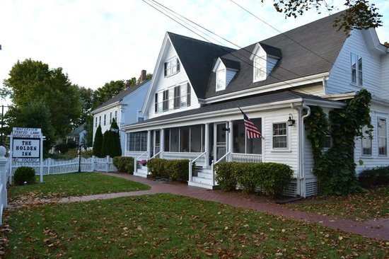 Holden Inn: The Classic New England Cape Inn