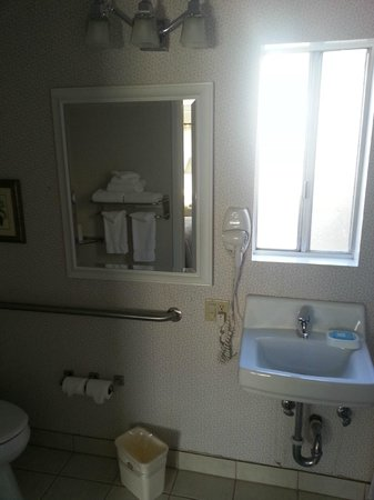 BEST WESTERN PLUS Encina Inn & Suites : Bathroom