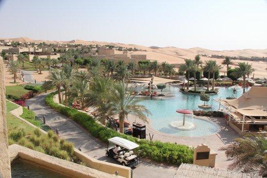 Qasr Al Sarab Desert Resort by Anantara: Swimming pool