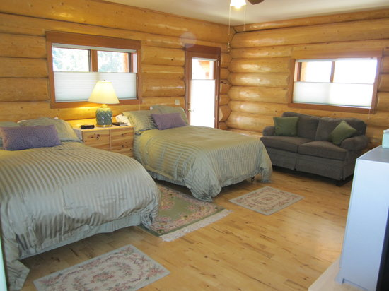 Log Spirit Bed and Breakfast: Sunrise Room