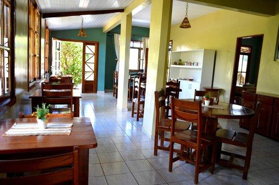 Pousada Mabuya: Área do café da manhã