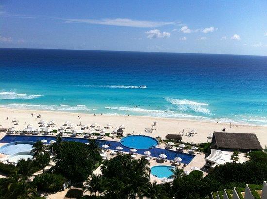 Live Aqua Cancun All Inclusive: Vista de habitacion