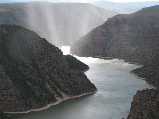 Flaming Gorge National Recreation Area: Flaming Gorge and river at sunset