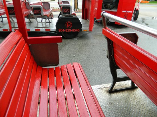 Red Train Tours : Width of benches and opening to board