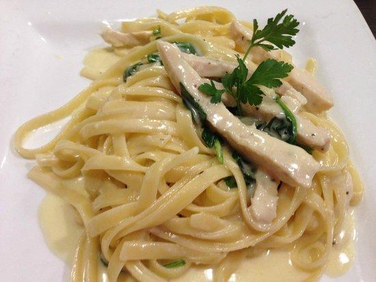 Gianna Via's Restaurant & Bar : Chicken & Spinach Alfredo