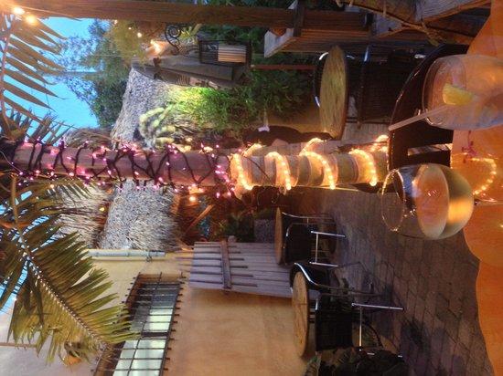Malakor Thai Cafe: Outside seating