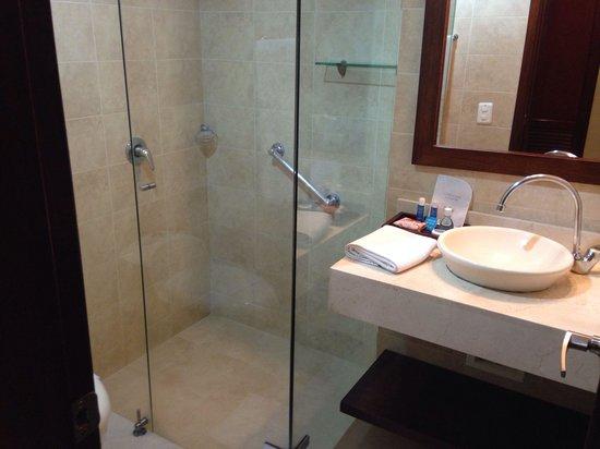 Hotel Arhuaco: Baño remodelado