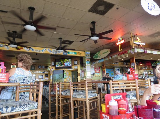 Beach Bums Bar & Grill: Fun Interior