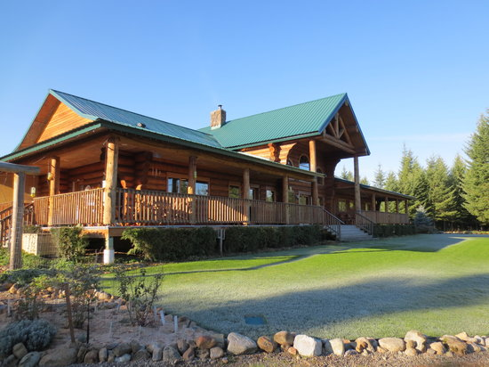 Log Spirit Bed and Breakfast : A magnificent log lodge!