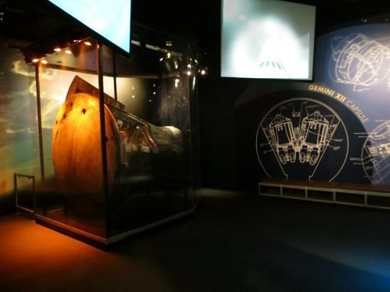 Adler Planetarium : Gemini XII capsule