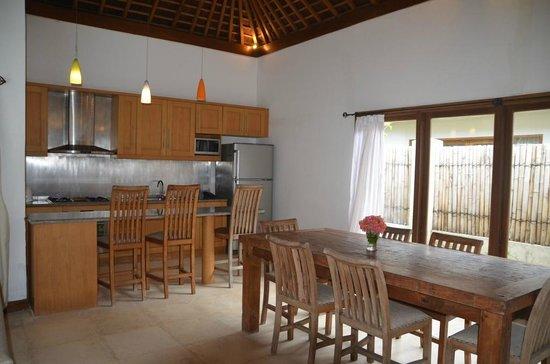 Kelapa Luxury Villas: Küche