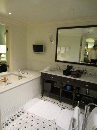 The Ocean House: Our bathroom