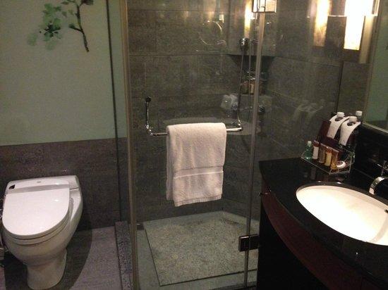Sheraton Grand Taipei Hotel : シャワールーム