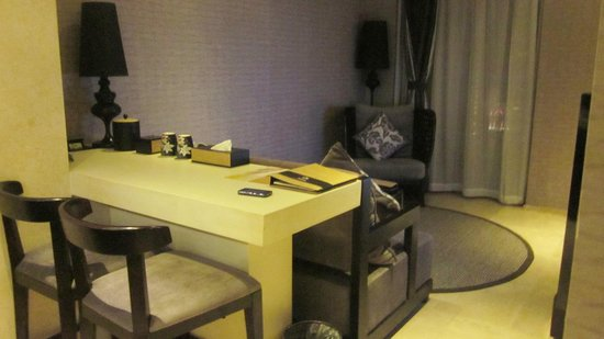 Le Parker International Hotel: Deluxe Ocean Room on Floor 17