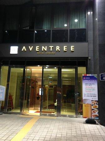 Aventree Hotel Jongno: Hotel front door