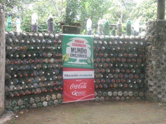 Parque Ecologico Mundo Amazonico : muro con eco-ladrillos