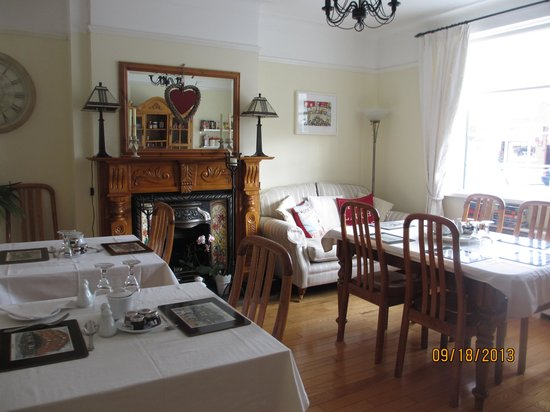 Shantalla Lodge B&B: Cheerful Breakfast Room