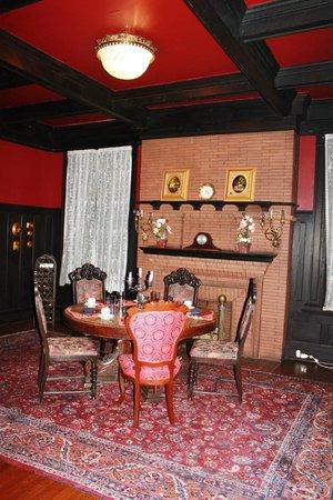 Vrooman Mansion: Beautiful breakfast room