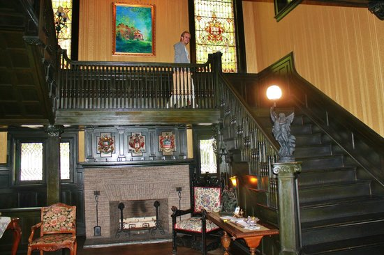 Vrooman Mansion : Stunning staircase and windows