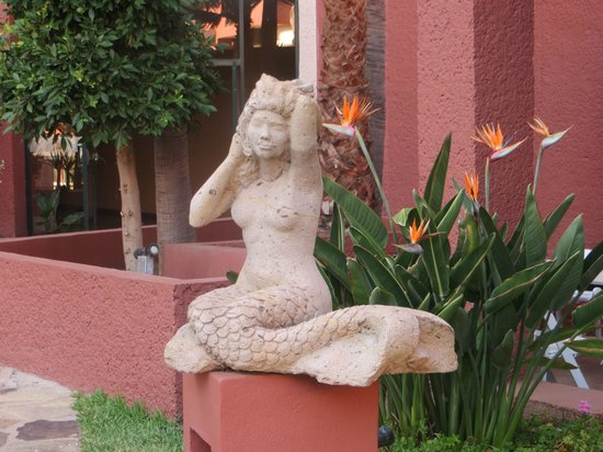 Hotel Coral & Marina: Mermaid sculpture