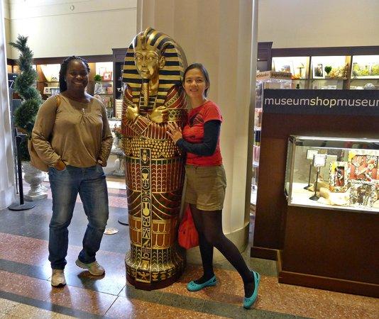 Cincinnati Art Museum: souvenir shop..having Mummy moments